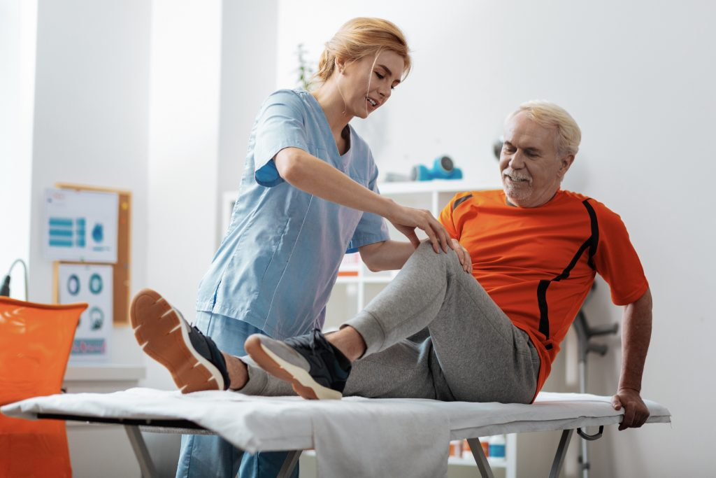 Knee replacement surgery: 7 ways to prepare your home for recovery